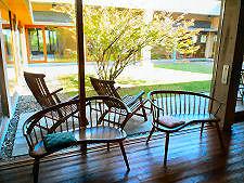 ・絵本の部屋の椅子.jpg